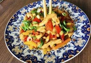 Pui picant cu legume în stil chinezesc
