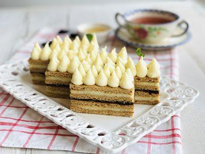 Prăjitură cu miere - Albinuța - Dulcineea - Foi cu miere ca la mama acasă
