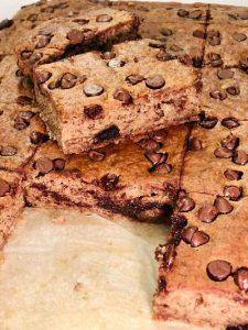 Prăjitură rapidă cu banane și ciocolată