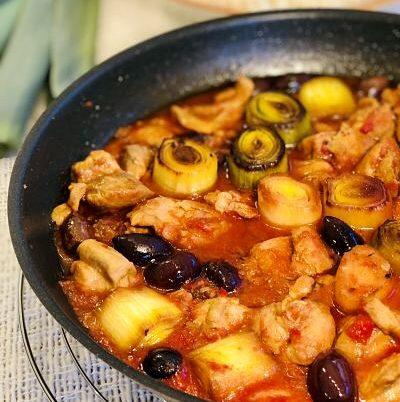 Tocăniță de curcan cu praz și măsline