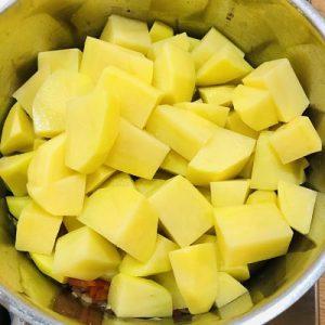 Adăugarea cartofilor