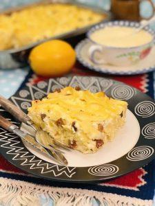 Budinca de tăiței cu brânză dulce și stafide