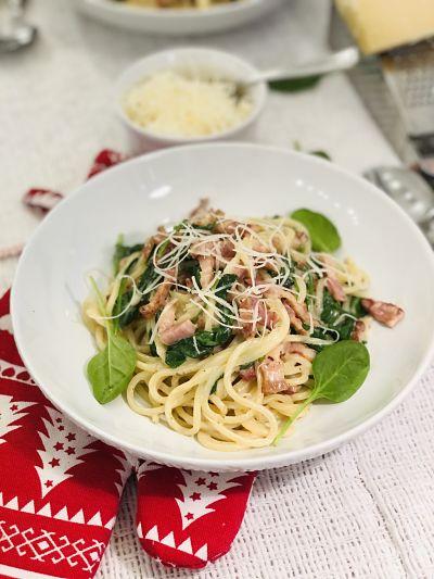 Spaghete cu bacon și spanac
