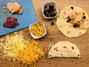 Pregătire și umplerea quesadillei