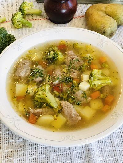 Supă cu găluște din ficat de pui