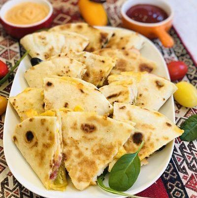 Quesadilla cu pui și măsline