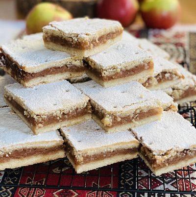 Plăcintă cu mere fragedă și aromată
