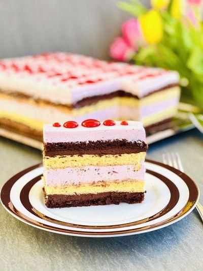 Prăjitură Vis de primăvara cu căpșuni