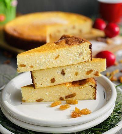 Pască cu brânză dulce și stafide fără aluat