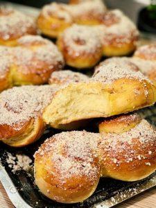 Mucenici moldovenești cu miere și nucă