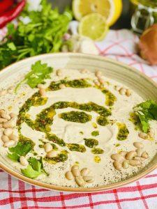 Hummus de fasole cu chimichurri