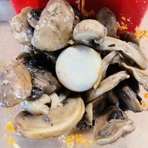 Punem ciupercile călite într-un robit de Bucătărie