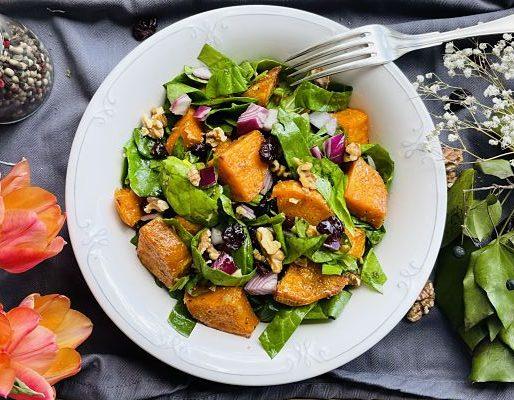 Salată de cartofi dulci cu spanac și merișoare