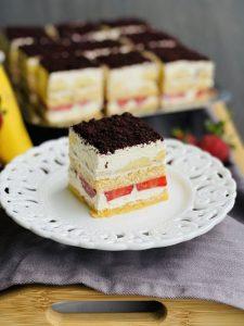 Tiramisu cu banane și căpșuni un desert rapid și fără coacere
