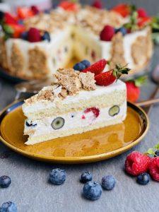 Tort Alebo cu mascarpone, lime și fructe de pădure