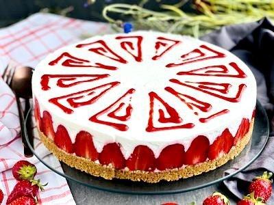 Cheesecake cu lime și căpșuni în stil fraisier