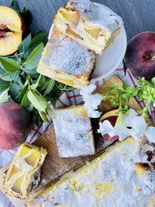 Plăcintă cu brânză și piersici, rețetă simplă cu foi din comerț
