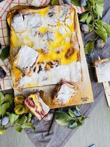 Plăcintă cu prune și iaurt, rețetă simplă cu foi din comerț