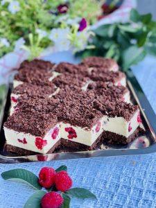 Prăjitura mușuroi cu zmeură la rece fără coacere, rețeta de care vă veți îndrăgosti iremediabil